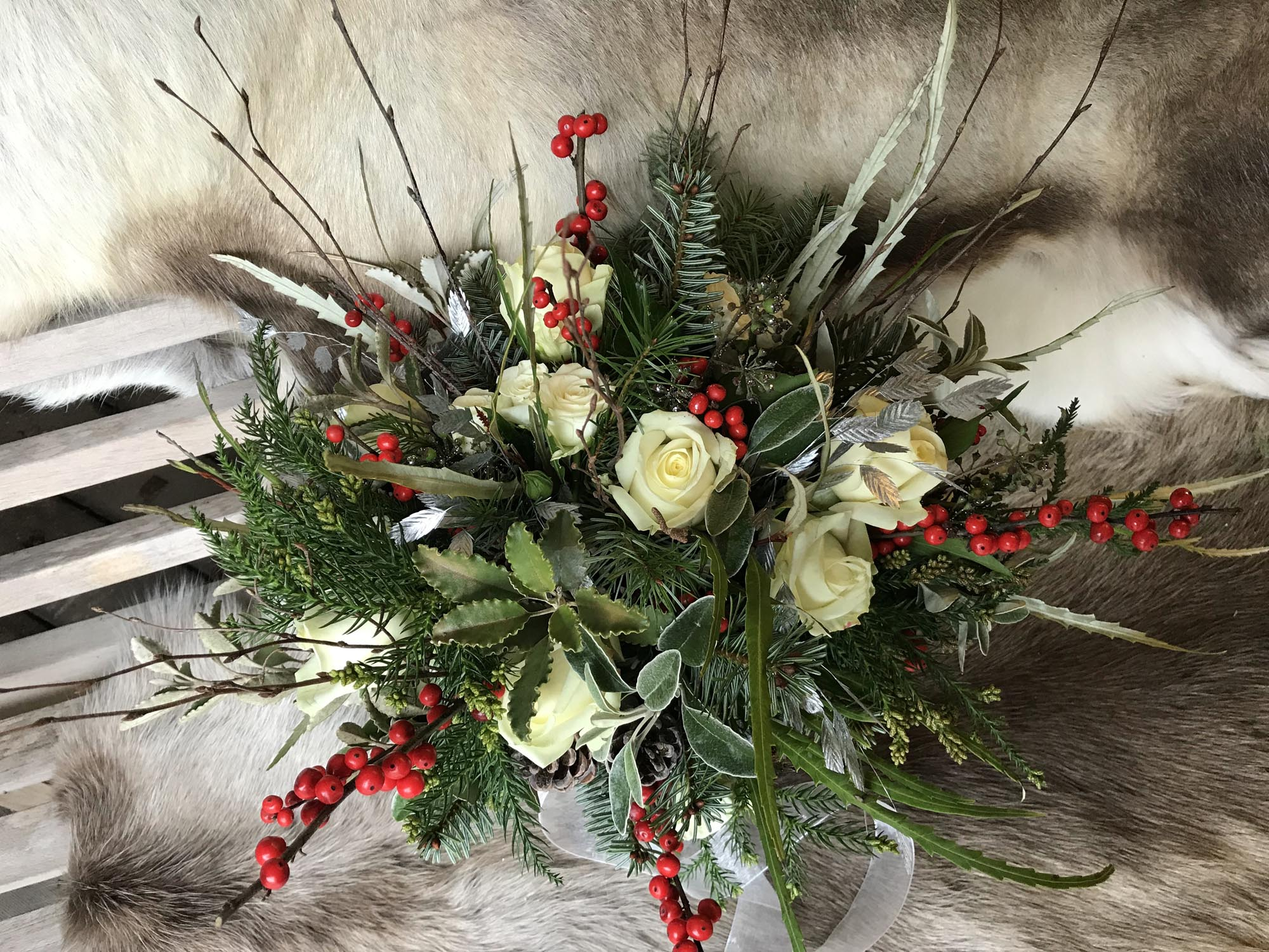 Christmas bouquet white with berries